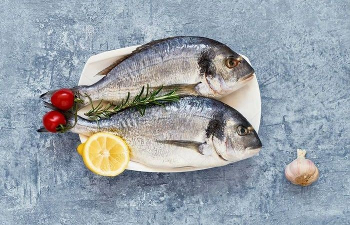 Простой способ почистить рыбу без ножа (5 фото)