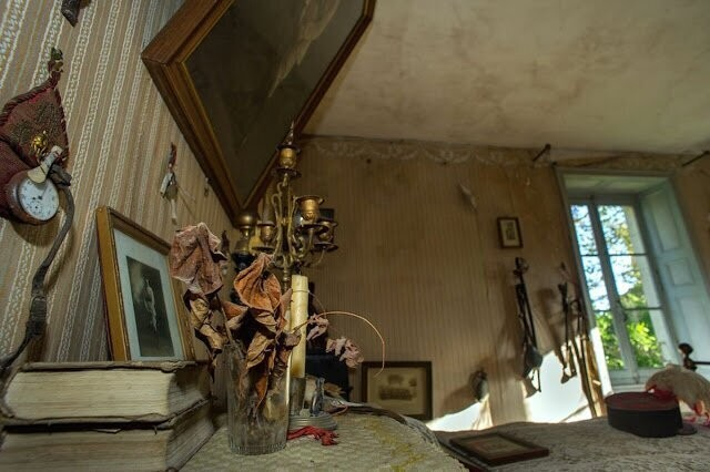 Застывшая спальня солдата, погибшего в Мировой войне (12 фото)