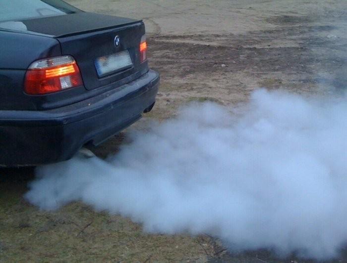 О чем может рассказать цвет выхлопных газов автомобиля (5 фото)