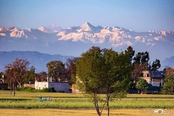 В Индии впервые за 30 лет стали видны Гималаи (2 фото)