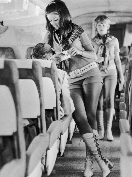 Стюардессы 60-70-х годов (10 фото)