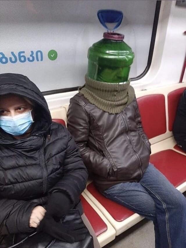 Необычные способы защиты от коронавируса (18 фото)
