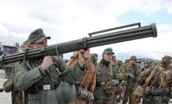 Необычное оружие Второй мировой (3 фото)