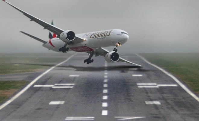Самые сложные посадки самолетов, случайно снятые на камеру (3 фото)