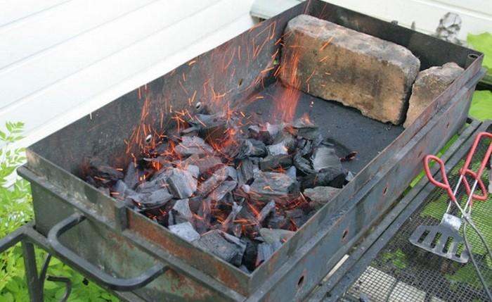 Простой метод розжига углей в мангале (5 фото)