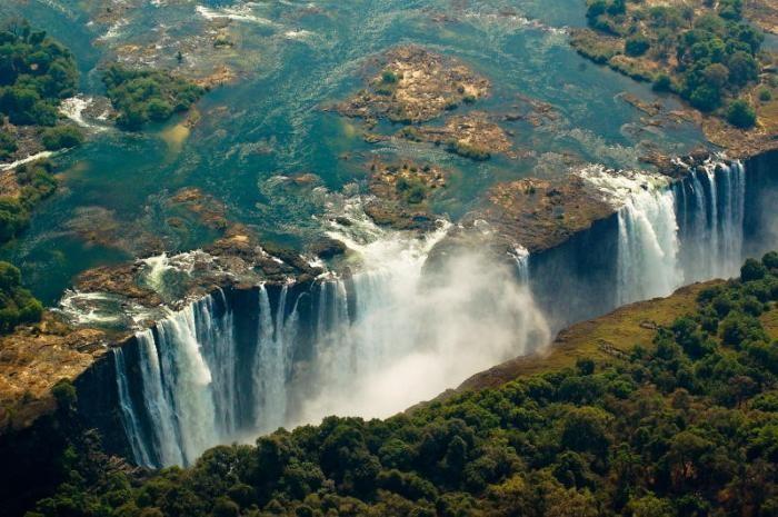 Самые красивые природные бассейны мира (22 фото)