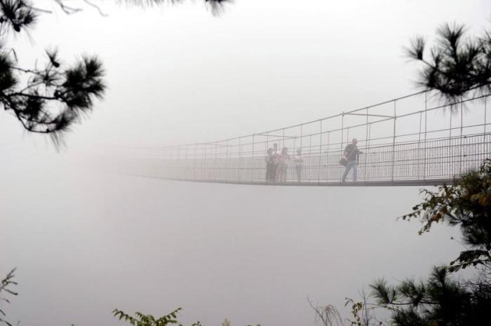 Стеклянный мост для экстремалов (7 фото)