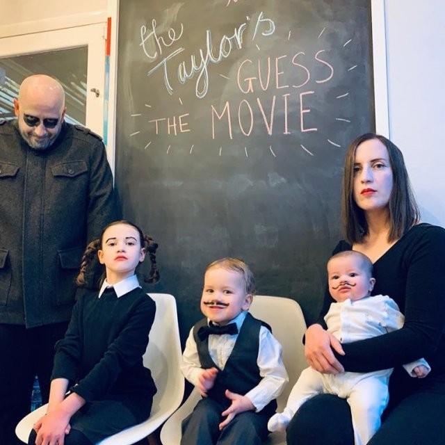 Семейство Тэйлор повторяет сцены из известных фильмов (15 фото)