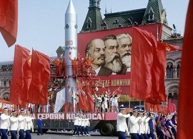 Фотографии с празднований Первомая времен СССР (15 фото)