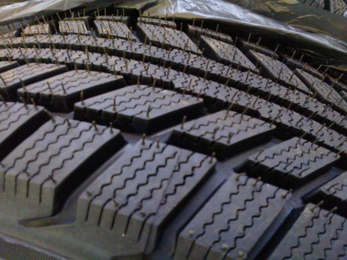 Зачем нужны маленькие резиновые хвостики на покрышках (5 фото)