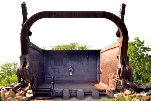 Очарование гигантских экскаваторов (10 фото)