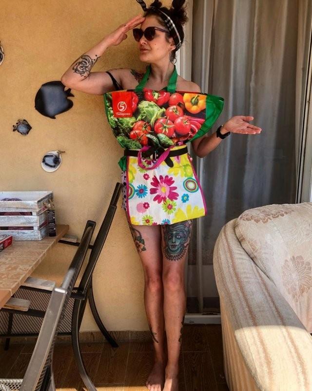 """""""Женщина-пакет"""" участвует в челлендже paperdresschallenge (16 фото)"""
