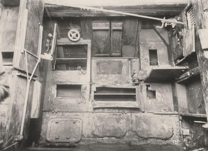 Внутренности затопленной подводной лодки Первой мировой (20 фото)