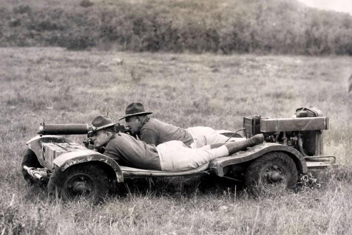 Зачем американцы выпустили автомобиль, на котором ездили лежа (5 фото)