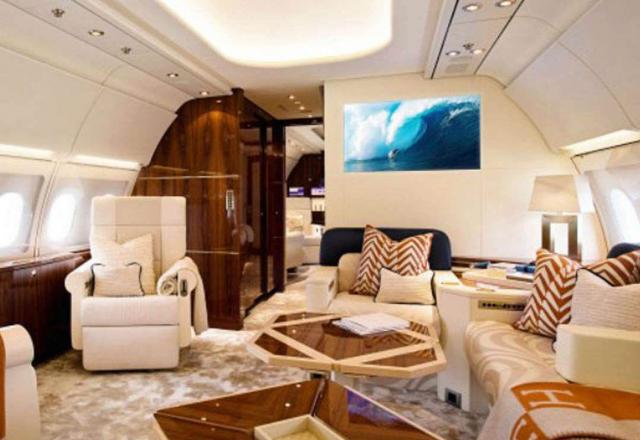 СМИ опубликовали роскошные интерьеры самолета Абрамовича (6 фото)