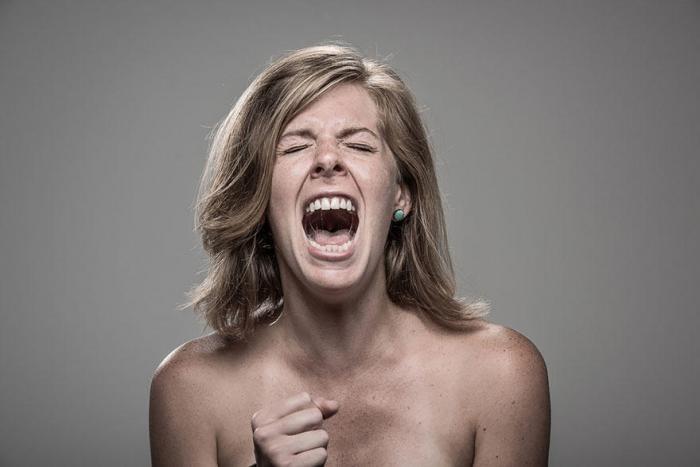 Реакции разных людей на удар электрошокером (14 фото)