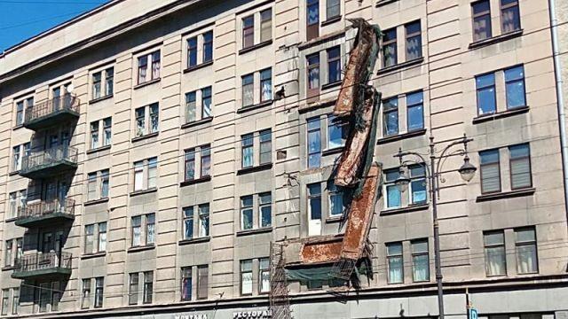 """В Санкт-Петербурге по принципу """"домино"""" обрушилось 4 балкона (4 фото)"""