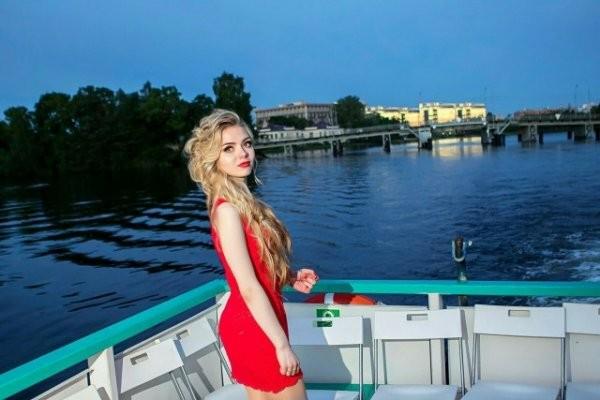 50 прелестных девушек из социальных сетей (50 фото)