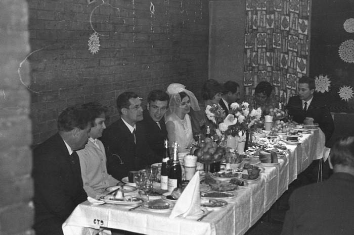 Чем государство помогало советским молодоженам (5 фото)