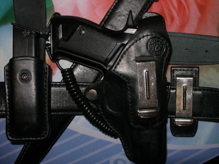 Зачем полицейские привязывают пистолет к кобуре (5 фото)