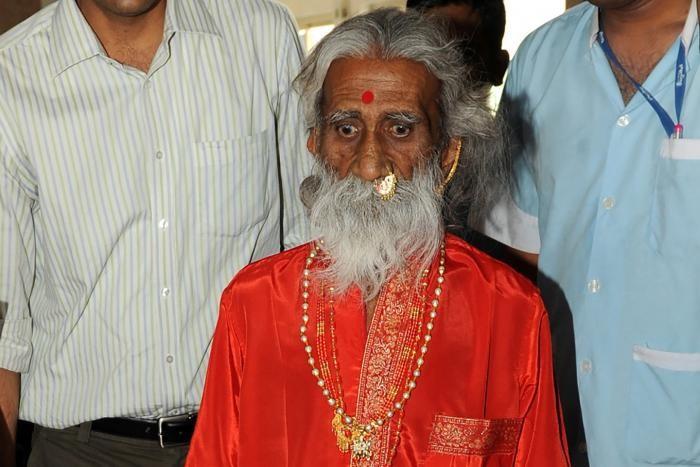В Индии скончался йог, который не пил и не ел 80 лет (3 фото)