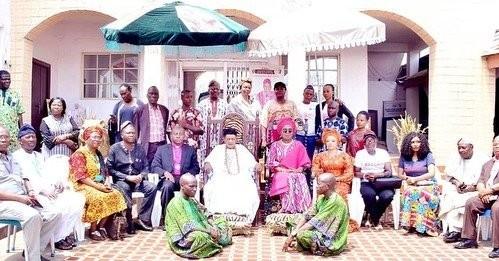 Африканский король отпраздновал день рождения 22-летней жены (10 фото)