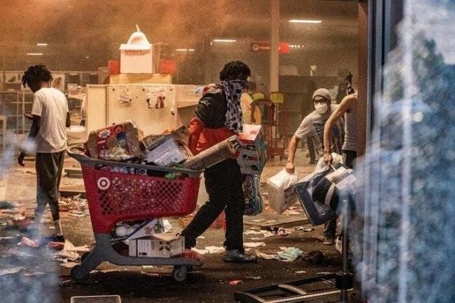 Черный юмор: шутки про протесты в США и коронавирус (13 фото)