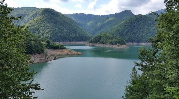 Собираются осушить озеро,чтобы показать средневековую деревню (7 фото)