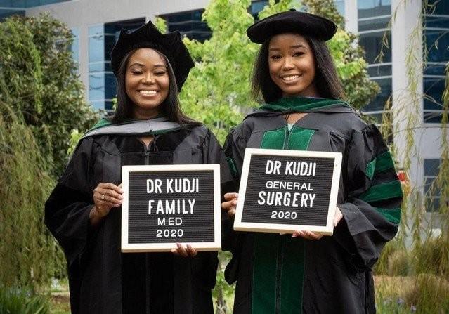 Жасмин и Синтия Куджи - мама и дочь, которые выпускницы (14 фото)