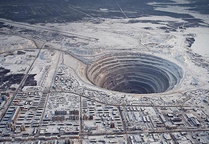 Рукотворные черные дыры на теле Земли (10 фото)