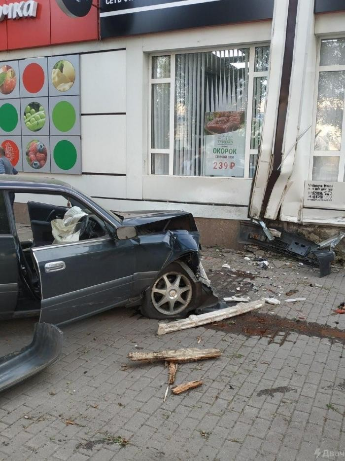 В Воронеже 24-летний участковый сбил трех пешеходов (3 фото)