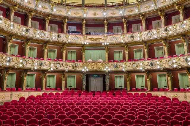 Потрясающие интерьеры оперных театров (7 фото)