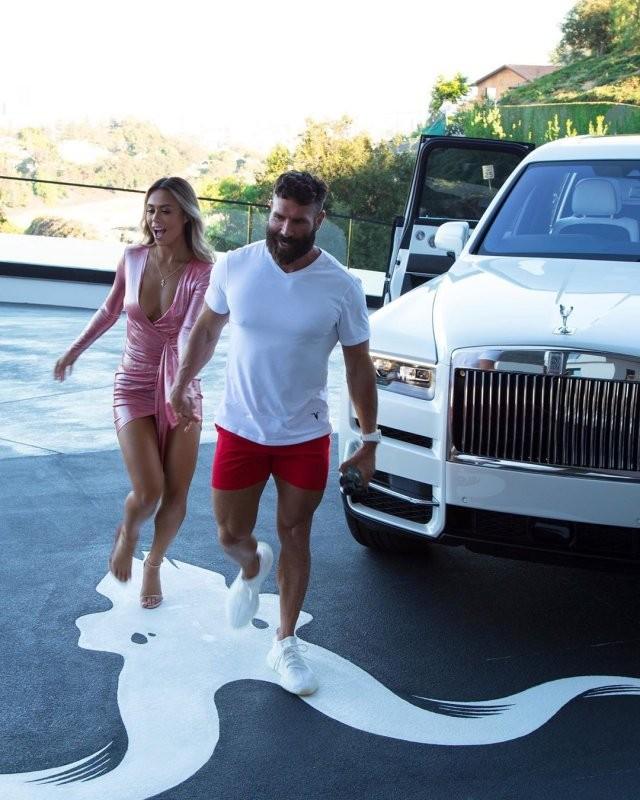 «Король Instagram» Дэн Билзерян пообещал 5 тысяч долларов (8 фото)