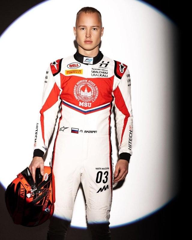 Ринг-герл, которая завоевала сердце гонщика Никиты Мазепина (11 фото)