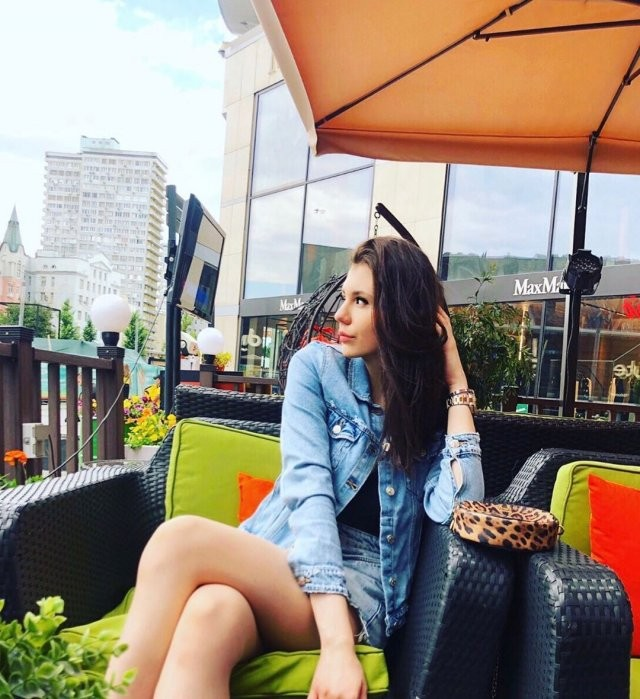Посмотрите, как выросла дочь Маши Распутиной - Мария Захарова (13 фото)