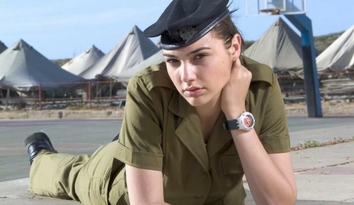 Знаменитые актрисы, которые служили в армии (7 фото)