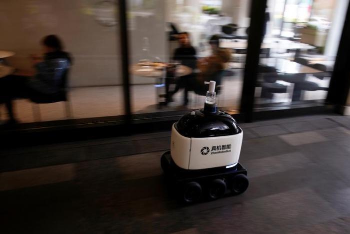 Роботы и дроны, которые помогают бороться с коронавирусом (18 фото)