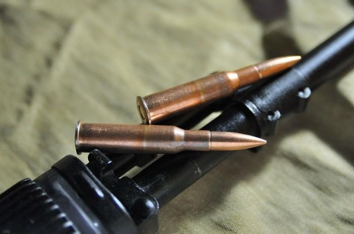 Какие отличия между боевыми и охотничьими патронами (6 фото)
