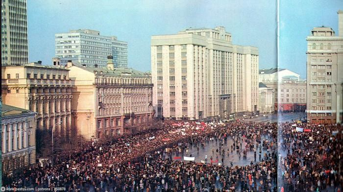 Прогулка по Москве 1990 года (32 фото)