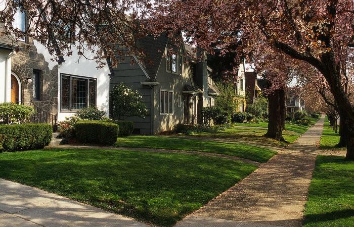 Почему в американском пригороде отсутствуют заборы (5 фото)