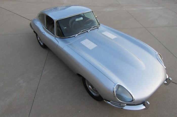 Рестомод Джеймс Бонда: Jaguar XKE 1964 года с двигателем Ford V8 (30