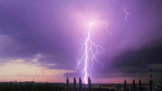 Сильнейшая гроза затопила Петербург (8 фото)