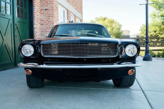 Рестомод Ford Mustang, доработанный фирмой Panoz (30 фото)