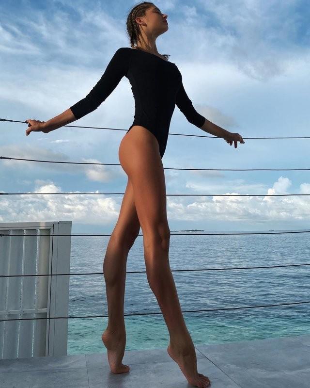 Александра Солдатова - девушка мечты с идеальной растяжкой (9 фото)