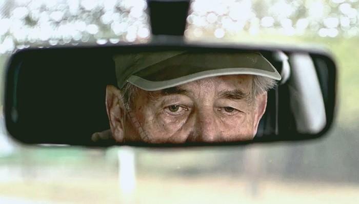 До какого возраста разрешено водить машину в России (5 фото)