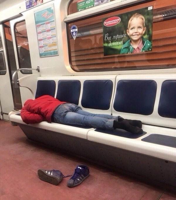 Модники и чудаки из метро (30 фото)