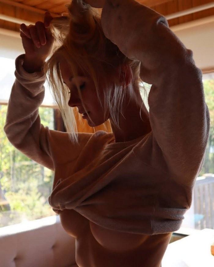 Девушки в стиле underboob (29 фото)