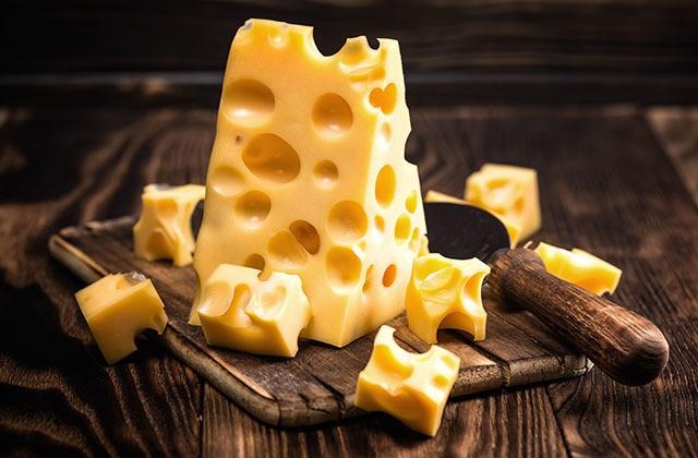 Для чего нужны дырки в сыре (3 фото)