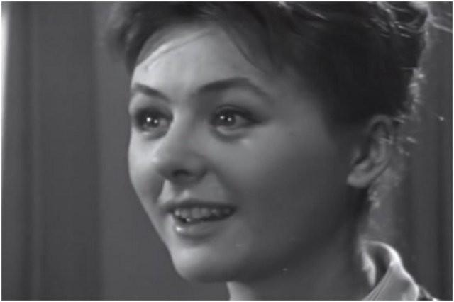 Актрисы из СССР, которые сыграли школьных учителей (10 фото)