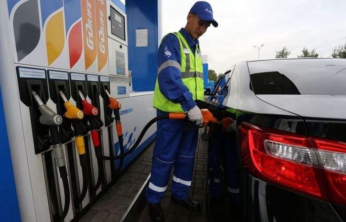 Признаки, что в баке оказался некачественный бензин (6 фото)
